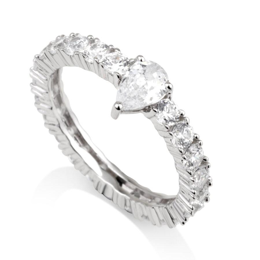 טבעת משובצת עם אבן זרקוניה טיפה