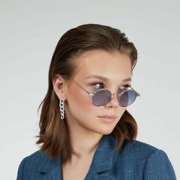 Loop earrings inlaid with cubic zirconia