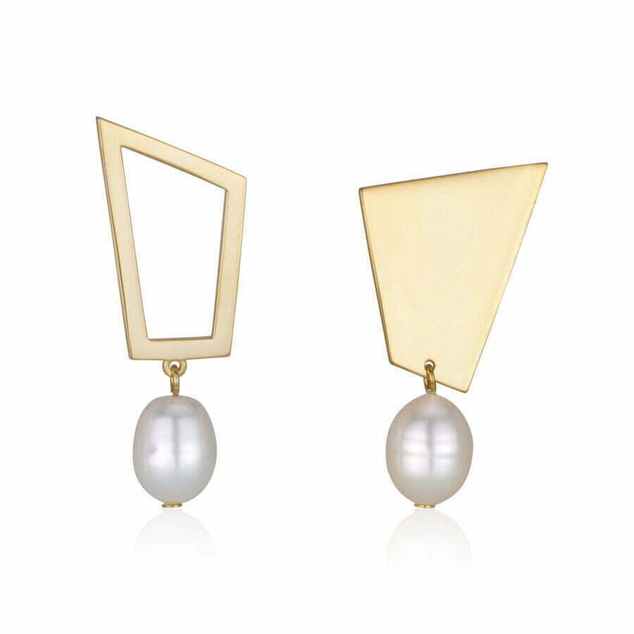 A symmetrical pearl earrings